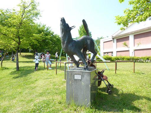 犬の銅像_R