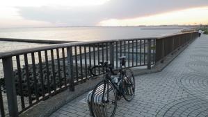033幕張に到着、美浜大橋夕日がきれい
