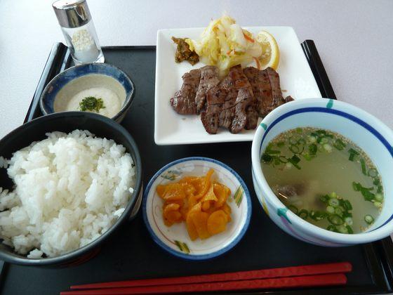 国見SAレストランの牛たん定食