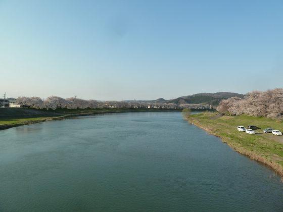 末広橋から白石川下流方向を眺める