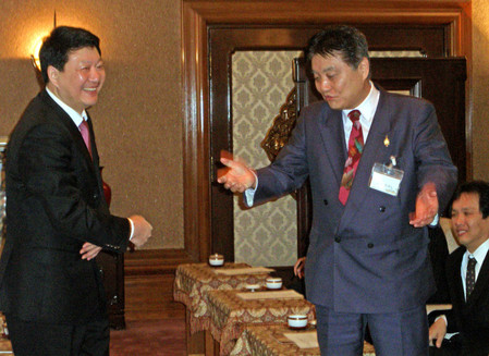 2012年2月20日、河村たかし名古屋市長は、支那共産党南京市委員会常務委員(左)に「南京事件というのはなかった」と発言した。