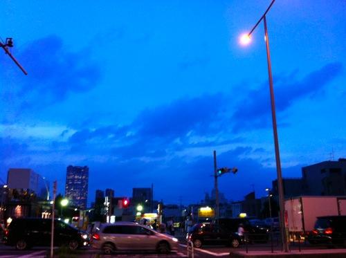 青山通りの宵闇