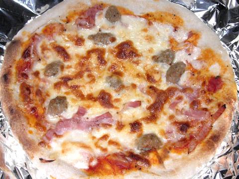 ピザハウスロッソの「ちょっぴり大人向け3枚セット」 イタリアンソーセージとベーコンのPIZZA