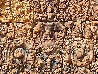 アイラーヴァタに乗るインドラ神
