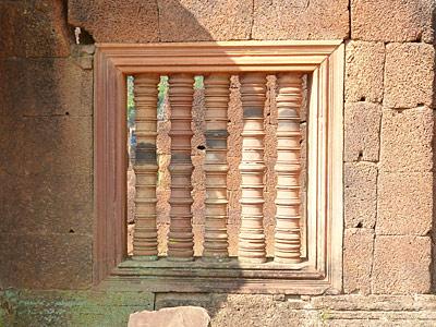 スリット状の窓