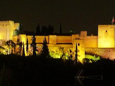 アルハンブラ宮殿の夜景のアップ