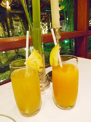 パイナップルジュースとマンゴージュース