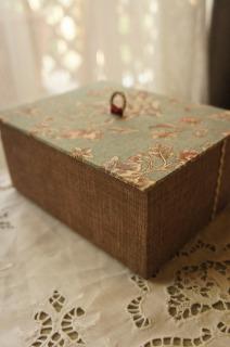 蓋つきの小箱