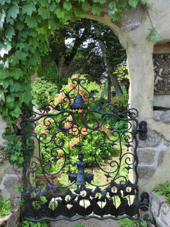 庭入口のアイアンゲート