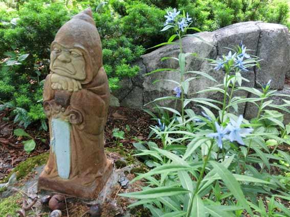 庭の守り神