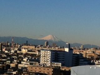 窓から富士山_