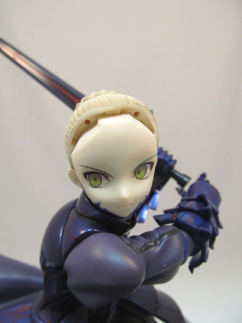 セイバーオルタ 卑王鉄槌(ヴォーディガーン) Fate stay night 仮面を取り付けるために前髪を外す