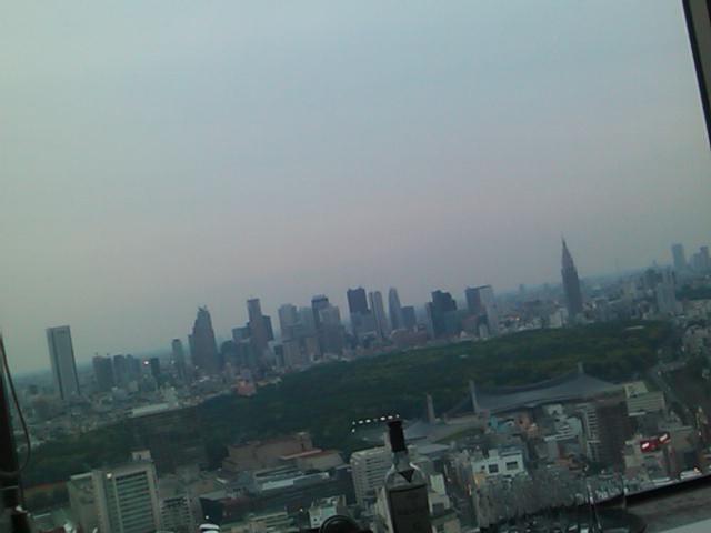 高層ビルのBAR