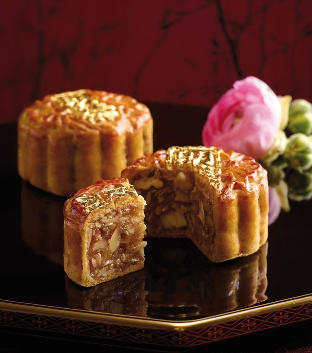 Black-truffle-and-Parma-ham-mooncake-Langham-Place.jpg