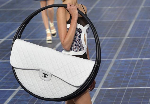 Chanel-hula-hoop-bag.jpg
