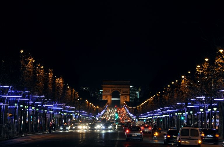 Christmas-illuminations-Champs-Elysees.jpg