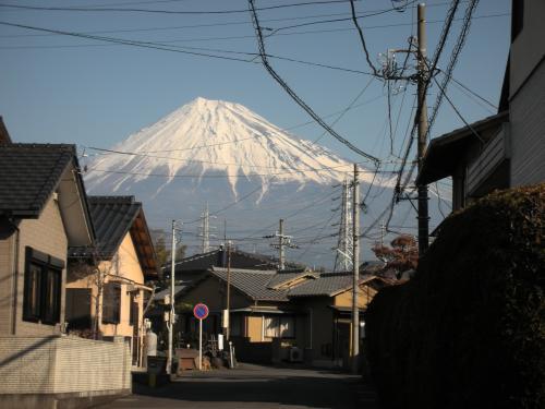 住宅街の富士