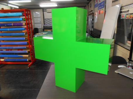 緑十字の立体オブジェ