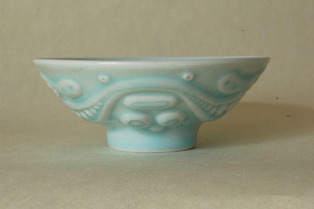 青白磁茶碗a0A素焼きを彫刻刀で彫った。0Aシンプルだが自分としては割合納得できる出来。