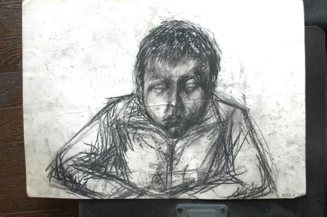 これも自画像。多分中1目がこの頃どういう訳か描けなかった。