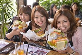 _DSC8657_昼食は巨大なサンドイッチ