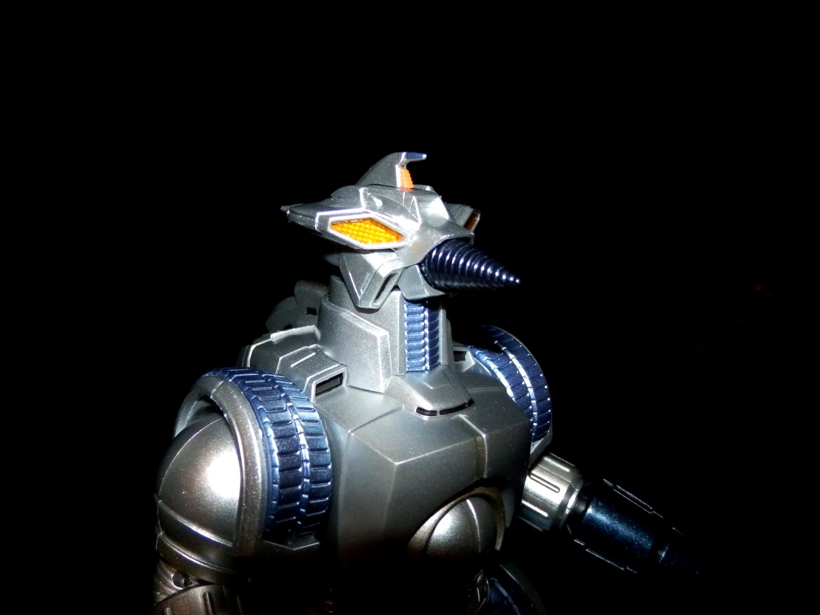 最初にスペゴジ撃退に出動したものの、速攻で破壊されたが、福岡での決戦ではスペゴジの肩の水晶体を破壊するほどの超活躍を見せ(ry
