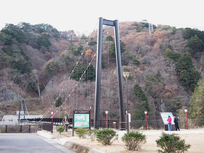 吊り橋揺れる揺れる