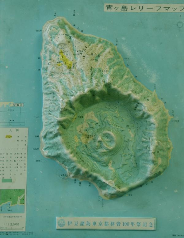 東京から358km 面積6k㎡ 周囲9km 人口166名の楕円形をした伊豆諸島有人9島の最南端の島
