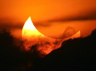 青いイナズマ SMAP (1996)画像金環日食