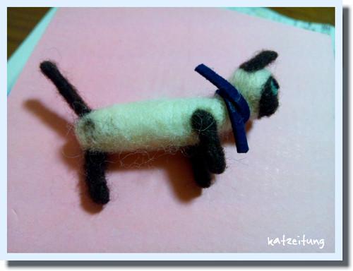 *ネコシンブンツナガリ*羊毛フェルトのネコ雑貨