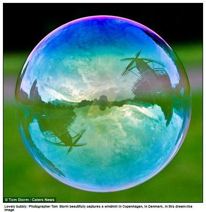 landmarks_in_the_reflecion_of_a_bubble1.jpg