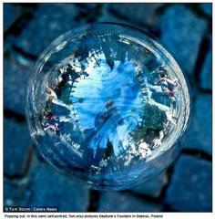 landmarks_in_the_reflecion_of_a_bubble5.jpg