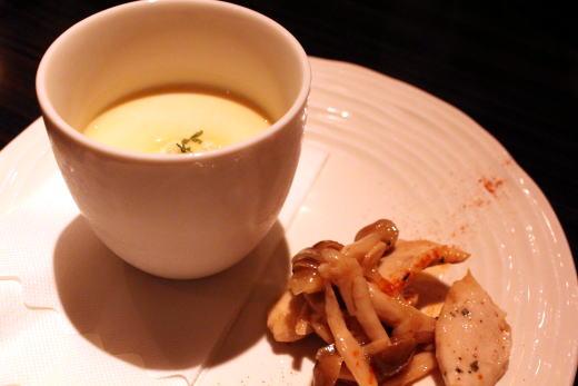 サツマイモのスープ with キノコとチキンのソテー