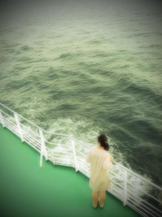 海と少女596043361