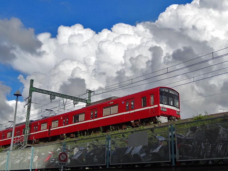 120901入道雲と京急1