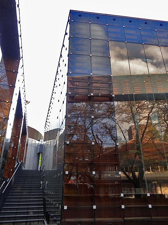 121027武蔵美図書館4