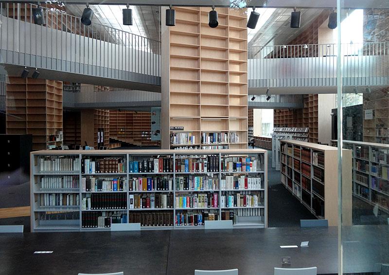 121027武蔵美図書館3