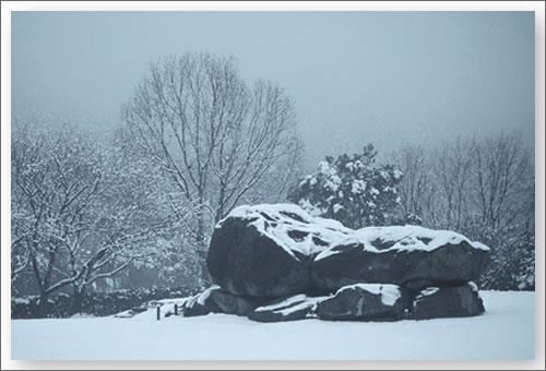 雪の石舞台古墳