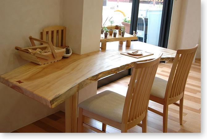 栃の一枚板のテーブル