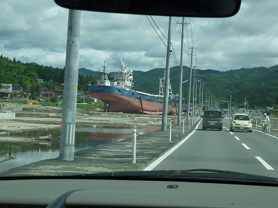 気仙沼・大島6,23、陸に遠洋マグロ漁船、P1030319(1)