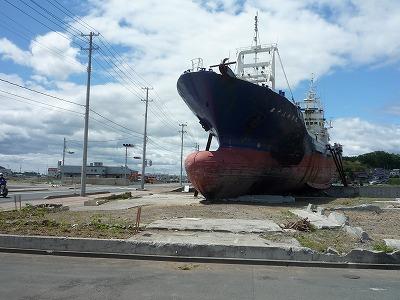 気仙沼・大島6,23、陸に遠洋マグロ漁船アップ、P1030321(1)