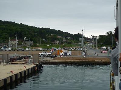 気仙沼・大島大漁旗で見送り3、P1030391(1)