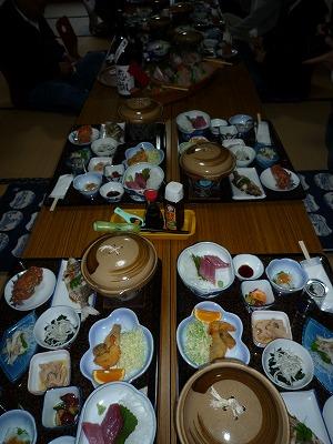 気仙沼・大島夕食の並んだP1030350