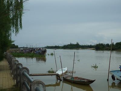 ベトナム012、9・1、Ucaffe前、ツゥボン川P1030511