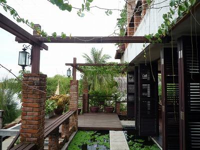 ベトナム012、9・1、Ucaffe3階バルコニーの水槽、西から東、P1030493P1030499