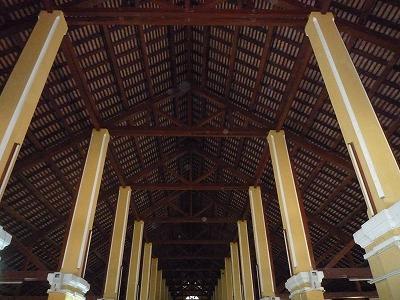 ベトナム012、9・1、ホイアン日本人街の市場天井、P1030516