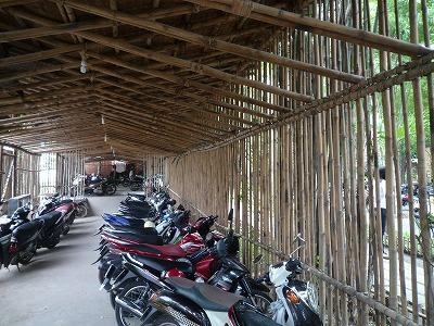 ベトナム012,9.2,バンブーDoom Cafe,バイク置き場内部、P1030576