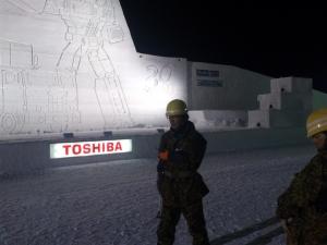 旭川冬まつり:2月7日深夜:自衛隊他修復作業001