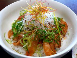 近江黒鶏のとんちゃん丼