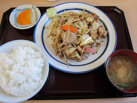 野菜たっぷりホルモン野菜炒め定食